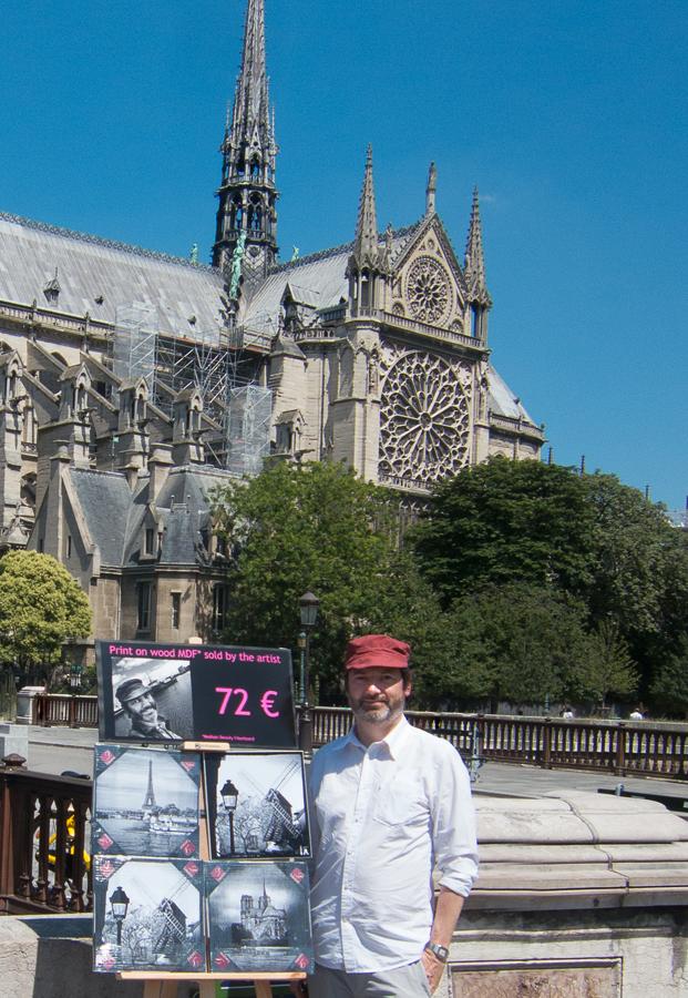 Christian de Brosses, un artiste qui vend ses photos dans la rue.